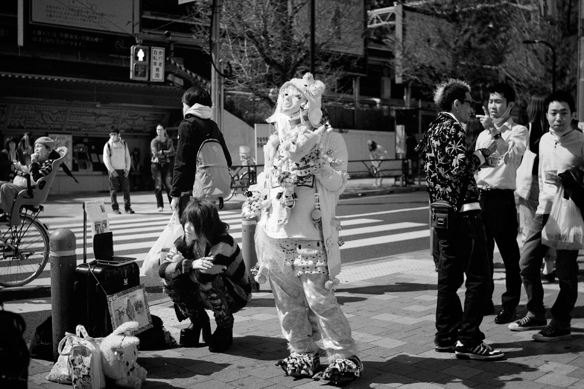 6-eat-goth-costume
